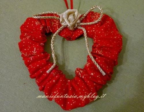 addobbi natalizi facili cuori e cerchi di stoffa