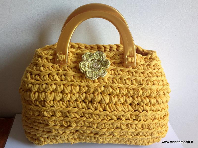Come fare una borsa in fettuccia uncinetto manifantasia for Borse a uncinetto con fettuccia schemi