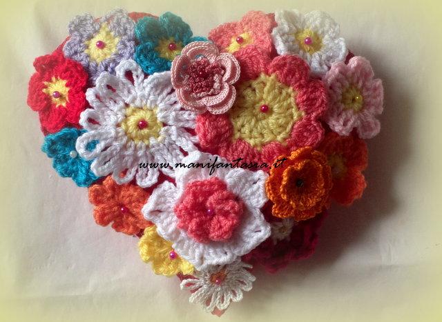 cuore di fiori uncinetto