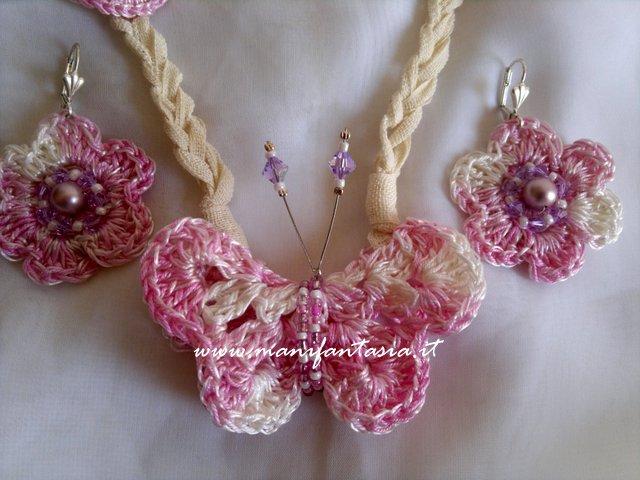 collana e orecchini uncinetto farfalle e fiori