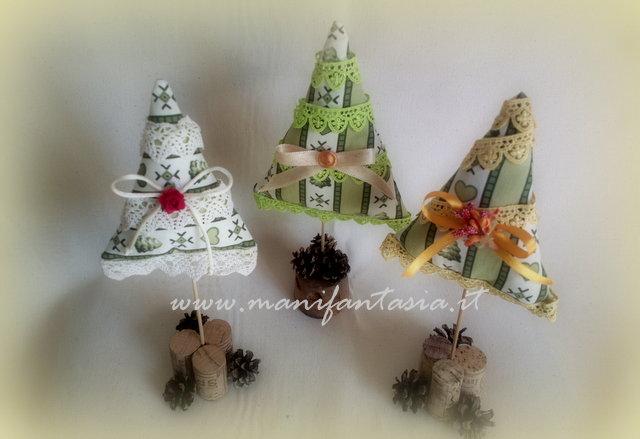 Decorazioni natalizie fai da te alberelli di stoffa for Decorazioni oggetti fai da te