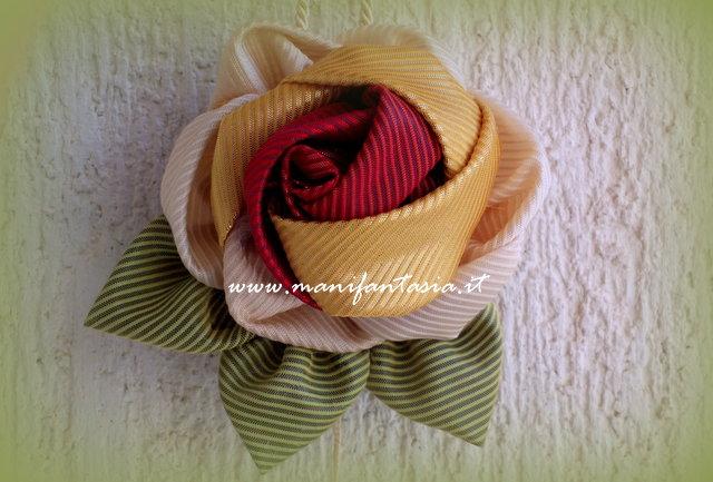 come fare rose di tessuto fatte a mano