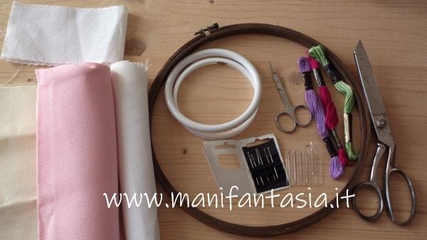 attrezzi e materiale per il punto croce