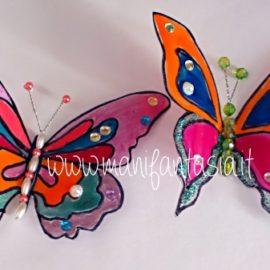farfalle di plastica riciclata e smalto per unghie
