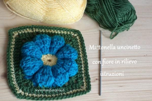 Mattonella uncinetto con fiore in rilievo: istruzioni manifantasia