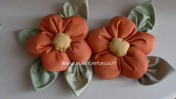 fiori di stoffa imbottiti fatti a mano