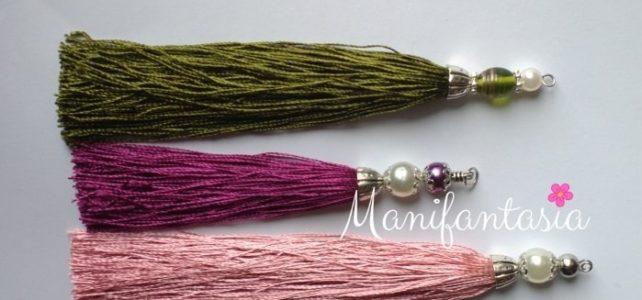 Come fare nappine con filo di seta e perle