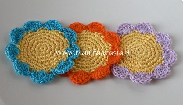Sottobicchieri ad uncinetto a forma di fiore schema