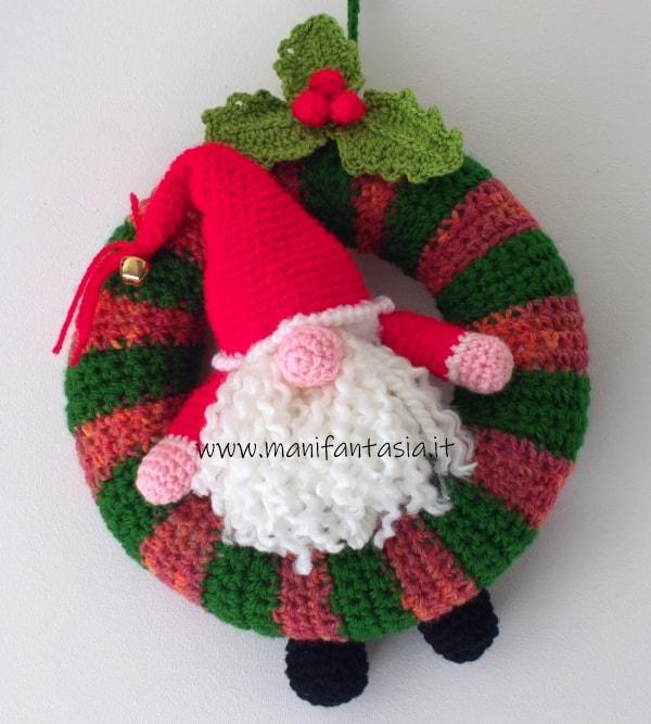 ghirlande natalizie ad uncinetto con gnomo