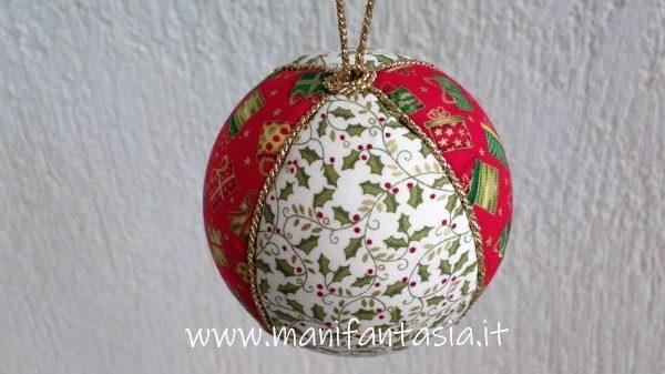 palline di polistirolo di natale decorate con il cordoncino