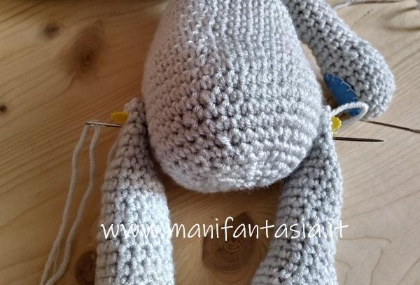 cucire le zampe del coniglio uncinetto