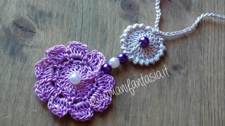 collana uncinetto con fiore e perle