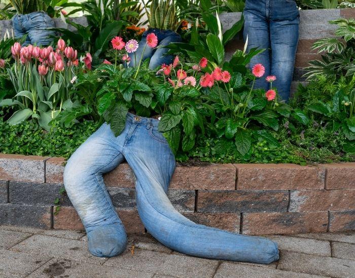 riciclo creativo jeans fioriere