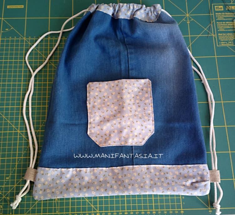 sacca zaino con jeans riciclati