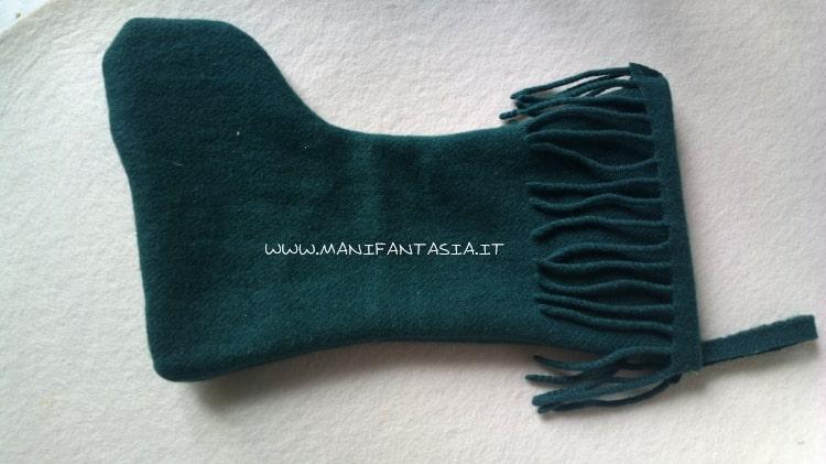 calza della befana realizzata con una vecchia sciarpa tutorial