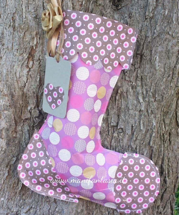 calza della befana realizzata con carta riciclata
