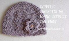 cappello uncinetto da donna con fiore