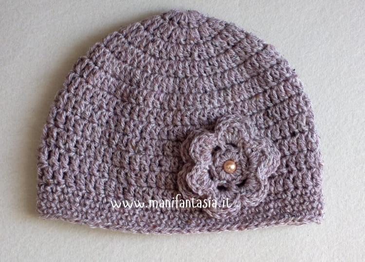 schema cappello uncinetto da donna con fiore