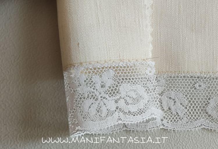 come unire la stoffa con il merletto con il piedino giunzione bordi (2)