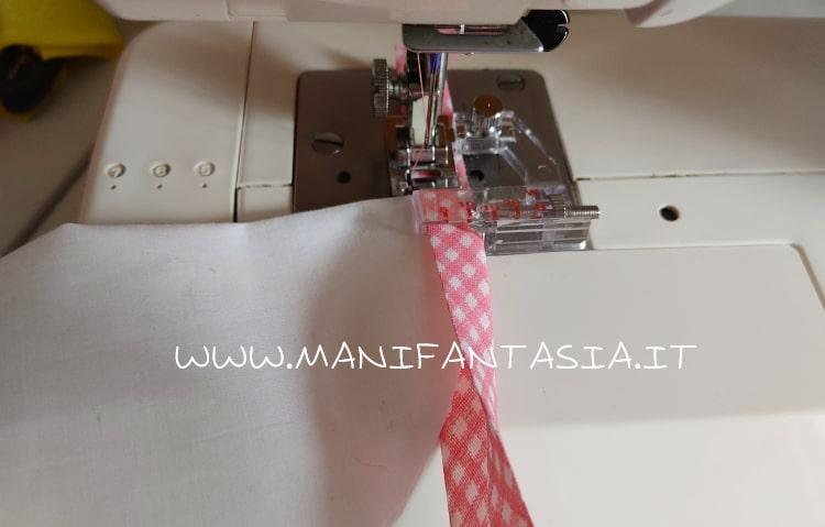 cucire bordi curvi con il piedino sbiecatore