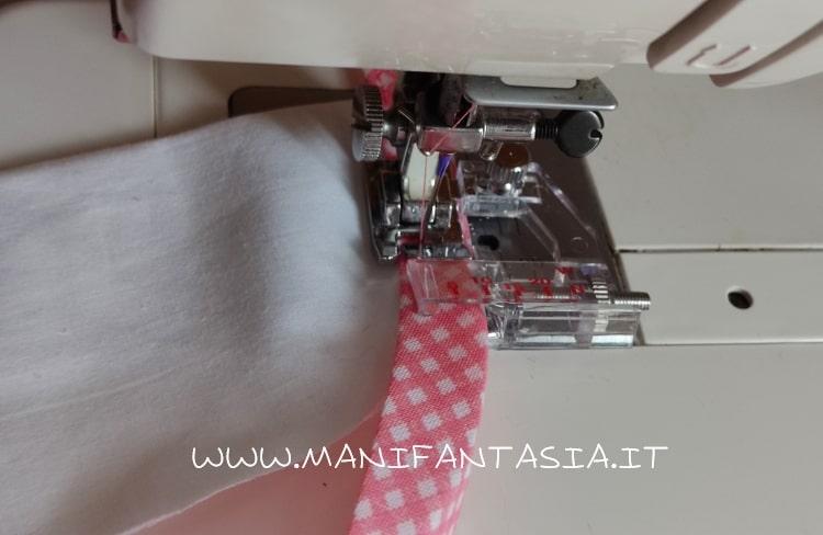 spostare lo sbieco a sinistra e cucire