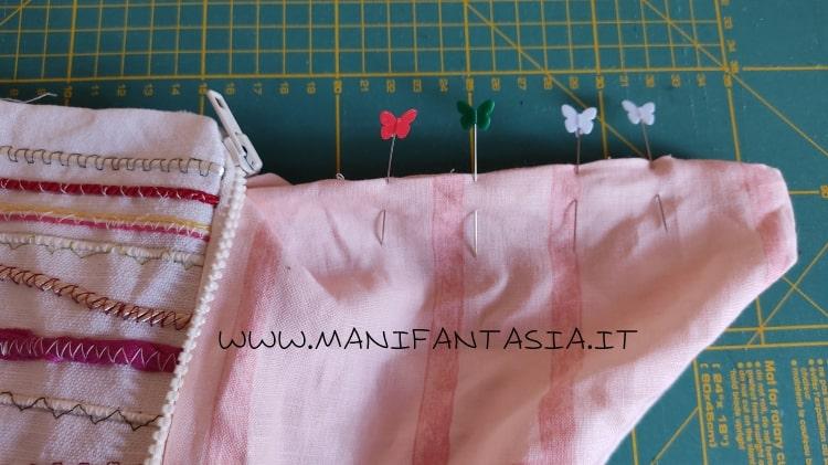 astuccio di stoffa con i cordoncini e bottoni step 13