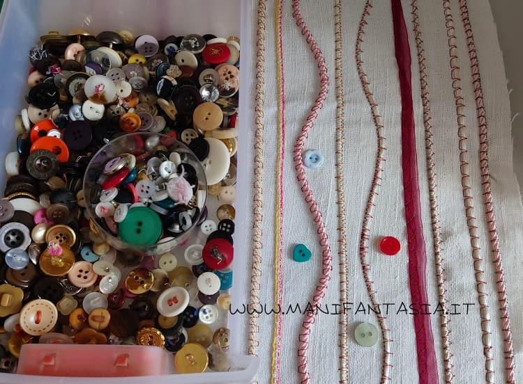 astuccio di stoffa con i cordoncini e bottoni step 4