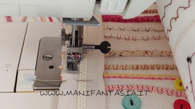 astuccio di stoffa con i cordoncini e bottoni step 8