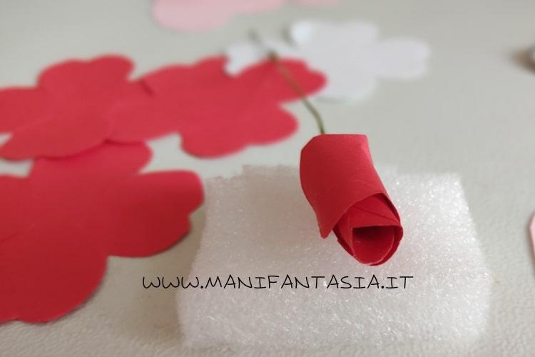 bocciolo di rosa di carta