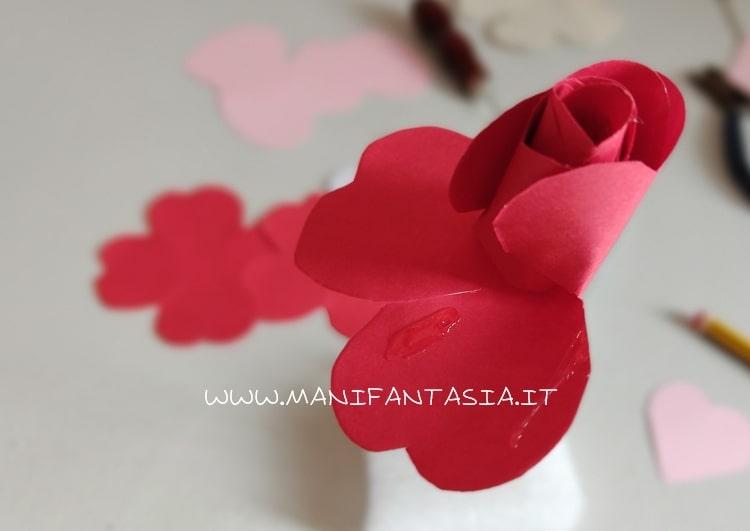 incollare i petali senza chiuderli troppo