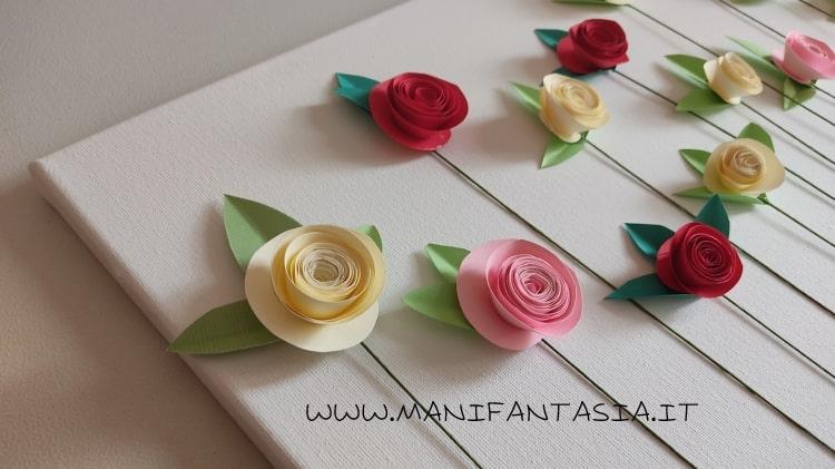 rose di carta a spirale su tela
