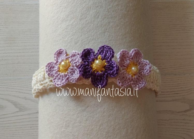 cerchietto decorato con fiorellini uncinetto viola
