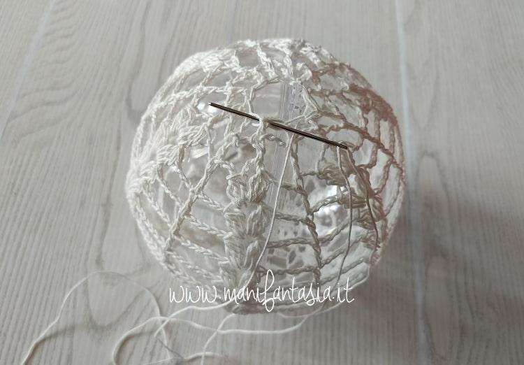 come rivestire le palline di plastica trasparenti ad uncinetto